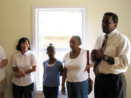 Bill Stallworth (right) speaks while Carmen (left) and family members listen.